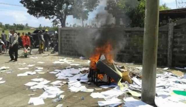 Debt-Collector-Kejar-Nasabah-Hingga-Jatuh-dan-Tewas-Kantorpun-Dibakar-Massa