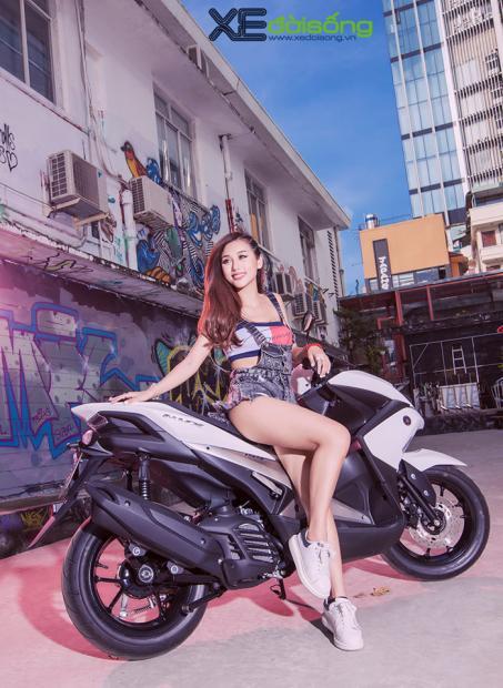 hotgirl-dj-quynh-nhi-dep-hut-hon-ben-yamaha-nvx-155_11