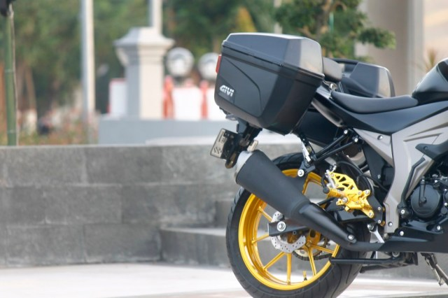 modifikasi-gsx-s150-tourer-2