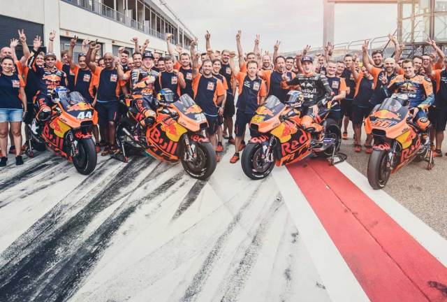Miguel-Oliveira-Bradley-Smith-Pol-Espargaro-Mika-Kallio-Team-KTM-RC16-Pit-Lane-MotorLand-Aragon-2017