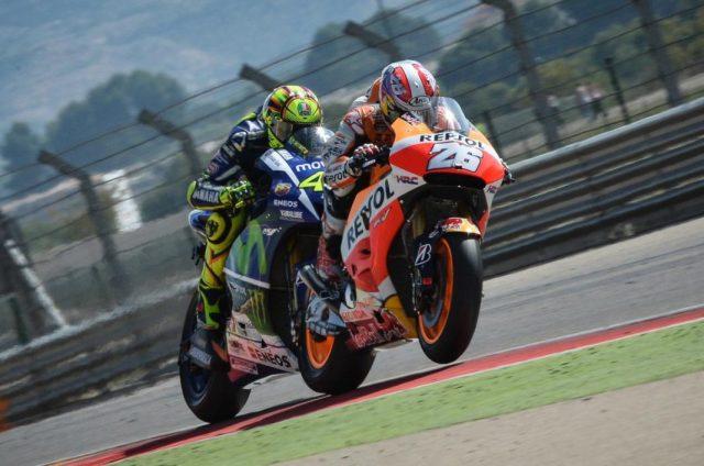 Valentino-Rossi-Vs-Dani-Pedrosa-Aragon-2015-Foto-motogp-com-1068x709