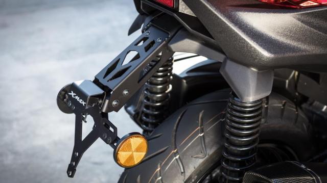 2017-Yamaha-X-MAX-300A-EU-Matt-Grey-AccessorizedDetail-004
