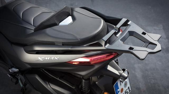 2017-Yamaha-X-MAX-300A-EU-Matt-Grey-AccessorizedDetail-010