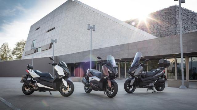 2017-Yamaha-X-MAX-300A-EU-Matt-Grey-AccessorizedStatic-001
